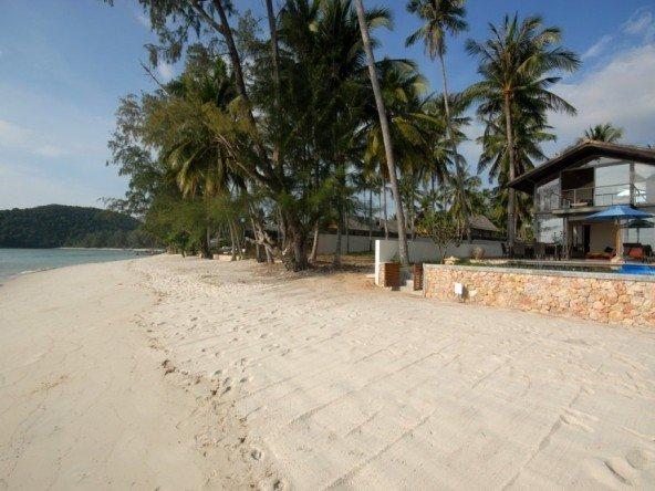 DVR318 – Beach Front Paradise Villa 92